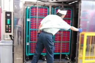 カゴ台車一体型プラコン洗浄脱水乾燥機(出来上がり)