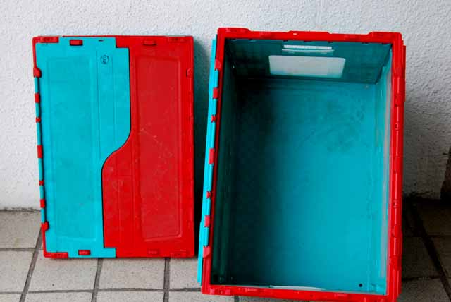 カゴ台車一体型プラコン洗浄脱水乾燥機
